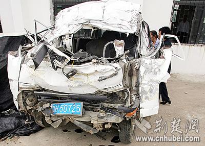 荆门两起车祸造成9死4伤 今年已有6起特大事故(图)图片