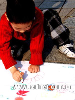 株洲千人书画表演 庆祝市幼儿园成立50周年(图)
