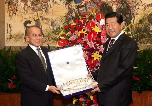 贾庆林会见日中友协代表团和柬埔寨国王西哈莫尼