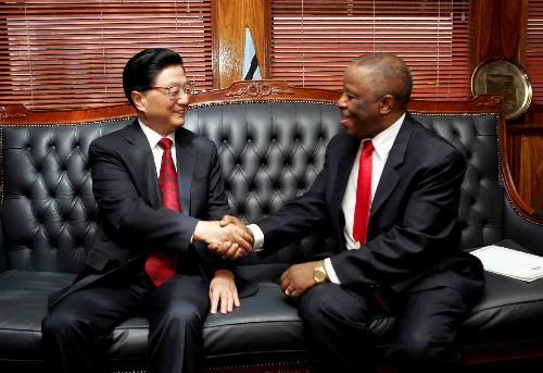 黄菊与博茨瓦纳总统举行会谈