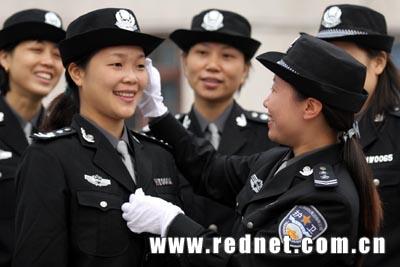 中国公安警服_华菱涟钢经警更名 在湖南率先换新式制服(组图)