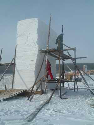 清华大学与中央艺术学院在阿尔山开展雪雕艺术比赛
