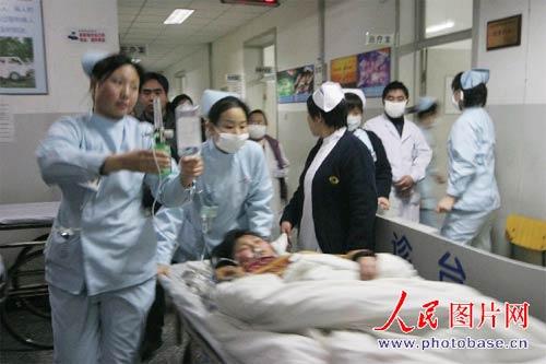 北京房山某职业学校近200名学生被疑食物中毒