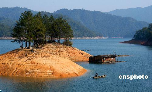 图:赣州陡水湖风景区秋冬景色迷人