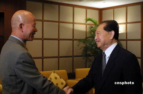 资料图片:汪道涵会见台湾促进两岸三通访问团