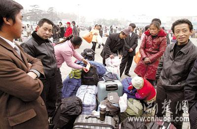 组图:农民工避开春运人流高峰提前返乡
