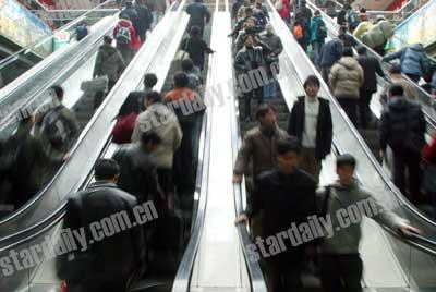 北京两会聚焦:控制人口别让外地人成游民