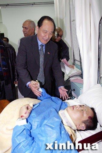 组图:中国驻埃及使馆人员看望受伤香港游客