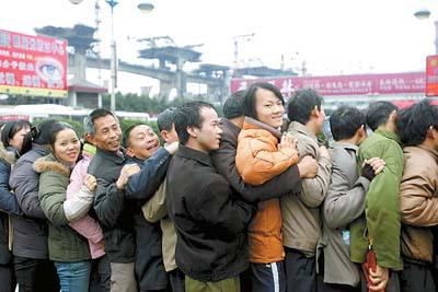 广州明天迎来首个春运返程高峰(组图)