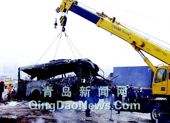 青岛胶州发生重大车祸造成2死35伤