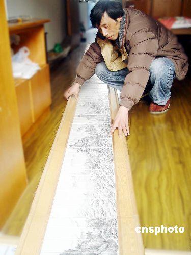 图:巨幅瓷刻《江山万里图》亮相南京