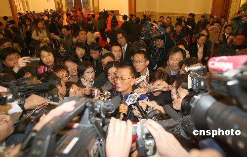 图文:台湾记者新闻发布会后成焦点