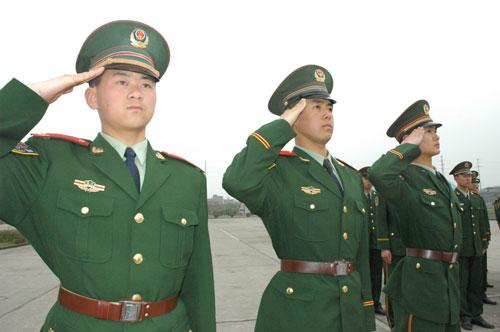 中国武警部队将第3次换装5月更换士兵夏常服(图)