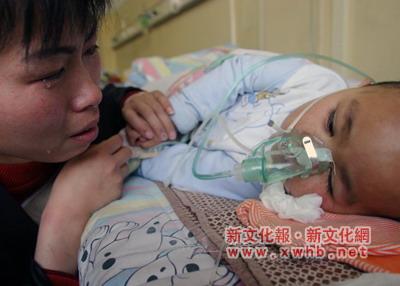 男童吸入毒气昏迷12天