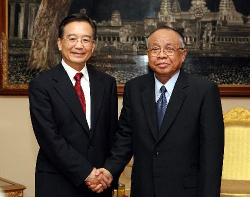 温家宝总理会见柬国民议会和参议院领导人