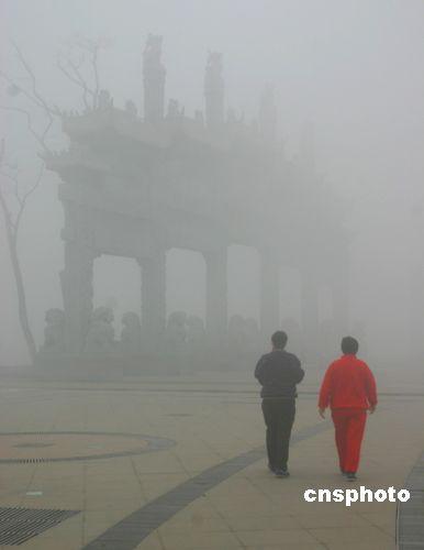 沙尘暴频频来袭风雨雪横扫中国大地(图)
