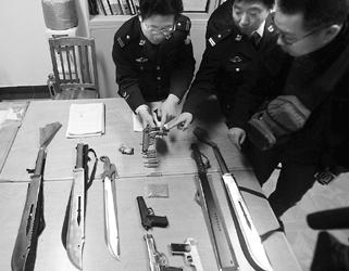 a电路电路里搜出铅弹、砍刀、大图纸监控施工噪声冰毒轿车图片