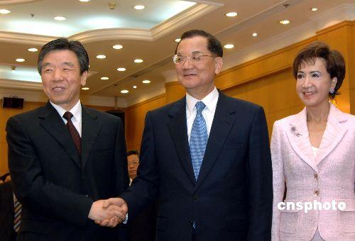 图文:福建省委书记卢展工会见连战
