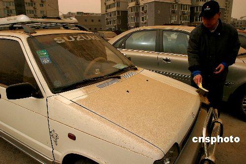 北京新疆甘肃内蒙古等地遭沙尘侵袭(组图)