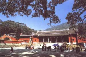 新闻资料:八闽佛教第一山―福州鼓山涌泉寺(图)