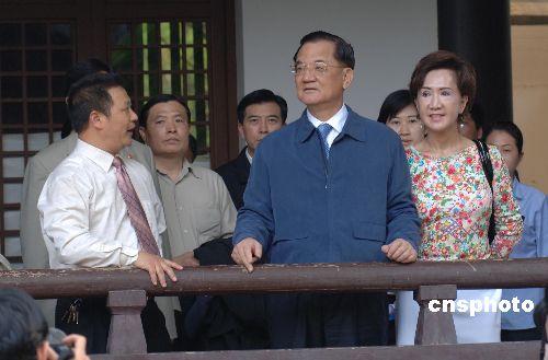 连战开始杭州之旅将游览西湖名胜(图)