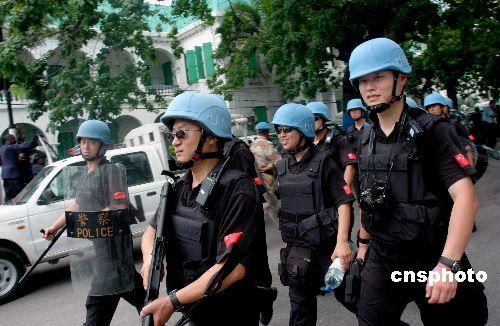 组图:中国防暴队平息海地监狱暴乱