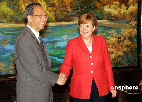 图文:曾培炎在上海欢迎德国总理默克尔