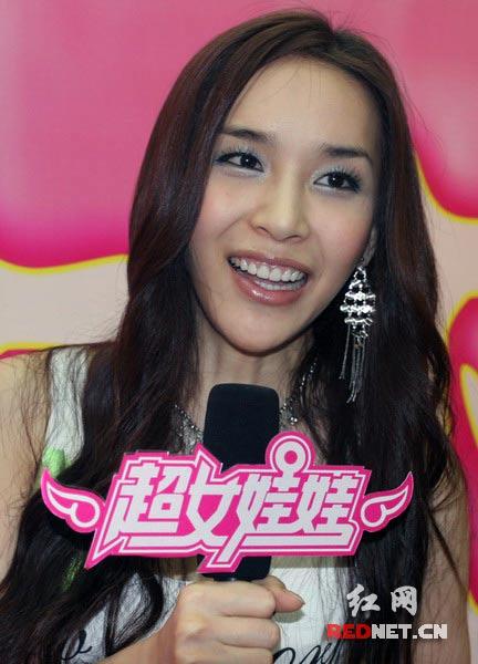 韩国变性美女河莉秀想领养中国超女娃娃
