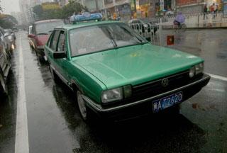 福州出租车今起表外加收一元图片