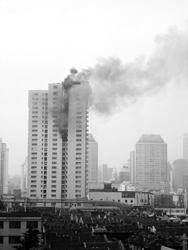 塘沽路白马大厦早上发生火灾