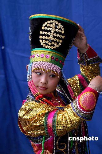 图:蒙古歌舞盛放天台华顶山