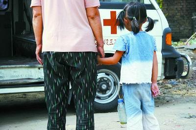 手术女孩,5岁女生挂着尿瓶遭遇三五万元度日IT学什么专业适合车祸图片