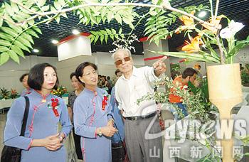 两岸中华插花艺术交流展(图)