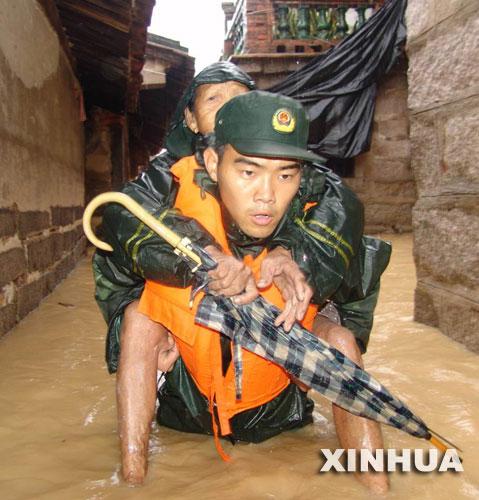 粤北救灾见闻:绝不能让一个灾民饿肚子