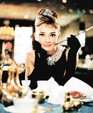 赫本小黑裙要拍卖维多利亚科琳齐瞄上