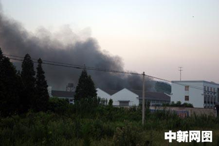 日下午六时许,浙江宁波余姚丈亭镇龙丰村的占地面积八十亩厂区