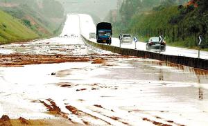 清新:25000沙包加固过境省道