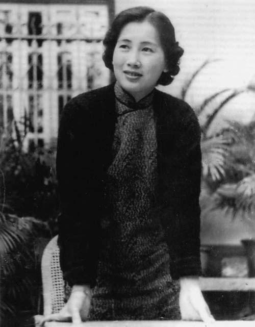 综合 > 正文       叶家1937年2月全家福(叶挺,李秀文,左起:叶正明,叶图片