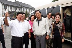 国民党副主席江丙坤赴曲阜祭拜孔子(图)