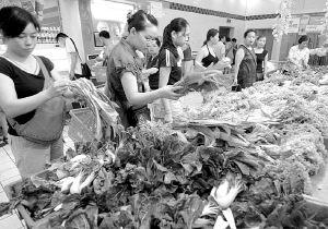 """重庆超市卖蔬菜""""零点利"""""""
