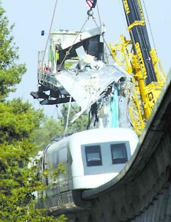 德国磁悬浮列车撞车出轨默克尔现场视察