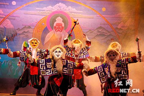 藏戏和宗教传说关系密切,藏戏的两大派别是白面具和蓝面具.现今山