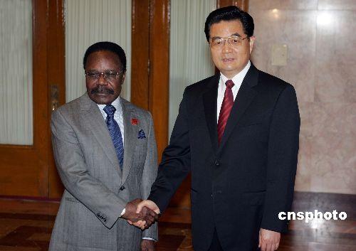 图文:胡锦涛会见加蓬共和国总统邦戈