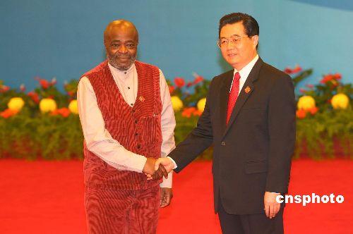 图文:胡锦涛迎接刚果(金)副总统耶罗迪亚