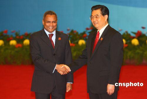图文:胡锦涛迎接佛得角总理内韦斯