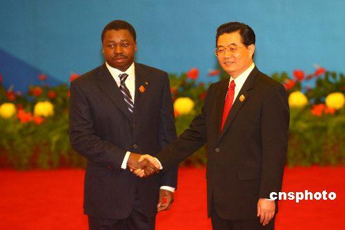 图文:胡锦涛迎接多哥总统福雷