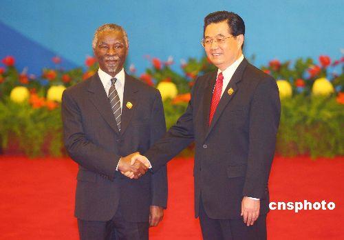 图文:胡锦涛迎接南非总统姆贝基