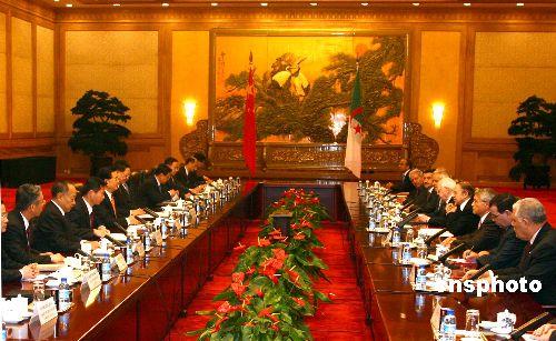 胡锦涛同阿尔及利亚总统会谈提出发展关系建议