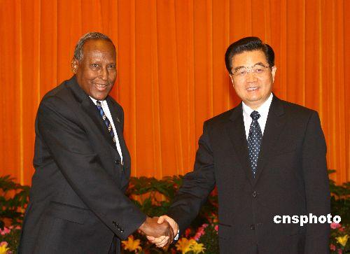 图文:胡锦涛会见索马里过渡联邦政府总统优素福