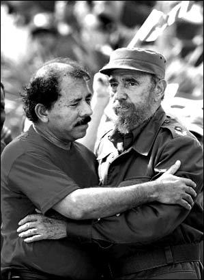 尼加拉瓜新任总统奥尔特加(左)是古巴领导人卡斯特罗的挚友-台当